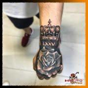 Tatuaje para hombre, Tatuaje en la mano, Rosa y Corona