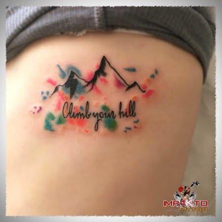 Tatuaje Acuarela Montañas