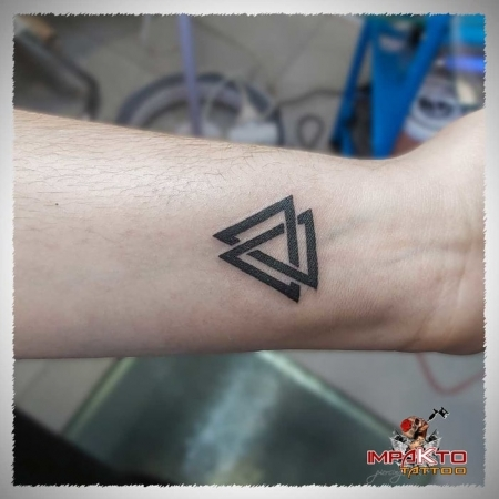 Tatuaje Geometrico Vikingo Valknut