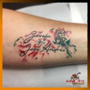 Tatuaje Femenino y Acuarela en brazo.