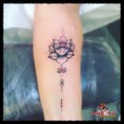 Tatuaje para mujer, tatuaje en el brazo, flor de loto